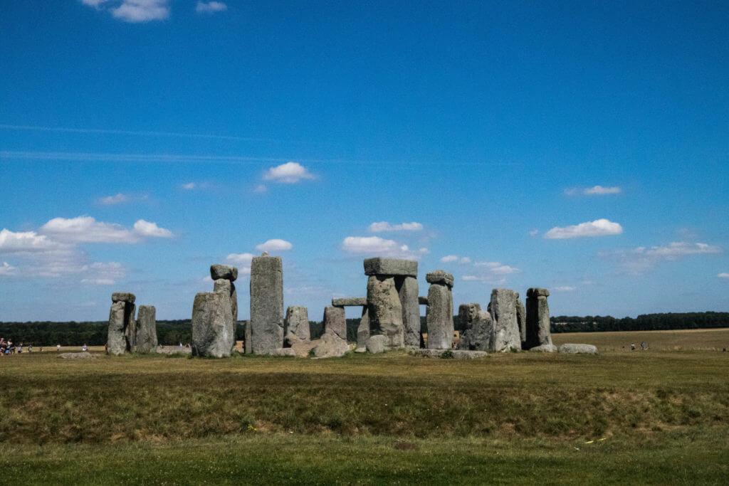 Samen met duizenden bezoeker per dag kun je Stonehenge bekijken
