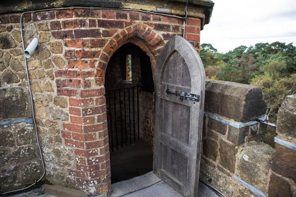 De grootte van de deur bewijst hoe klein de mensen vroeger waren