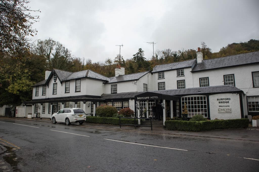 Het Burford Bridge Hotel