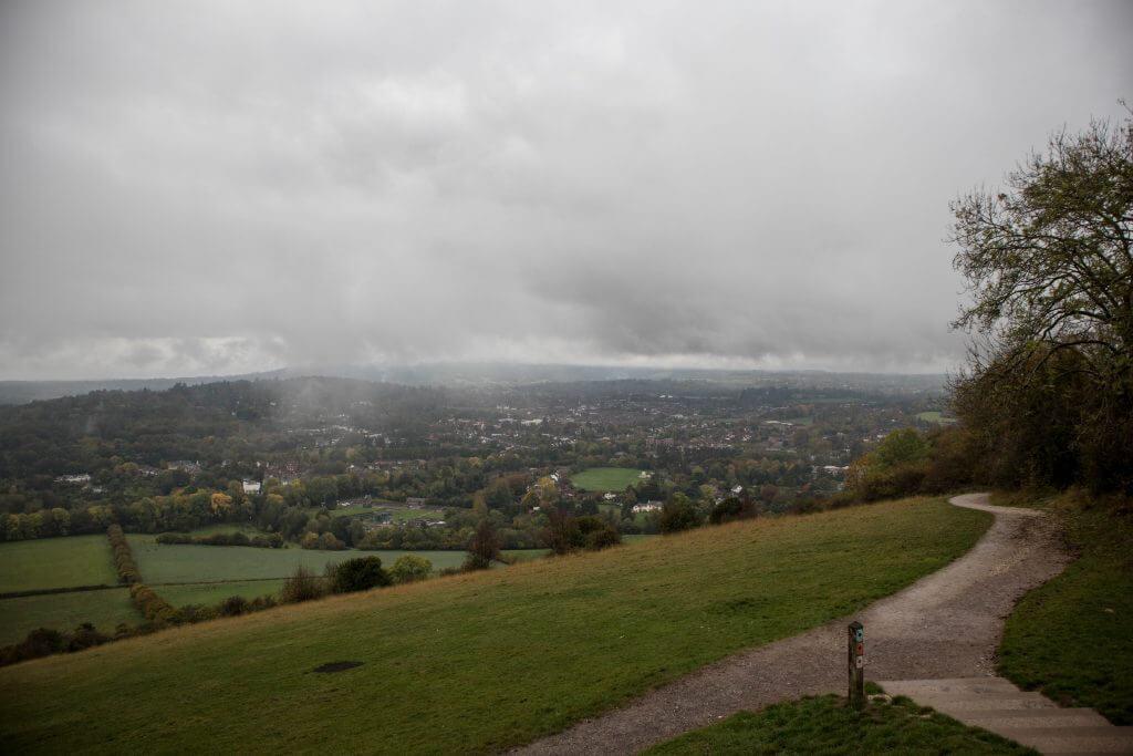 De mist is weg en nu zien we toch nog het uitzicht vanaf Box Hill