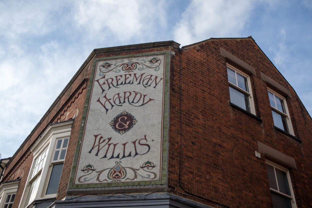 Freeman Hardy & Willis was sinds 1875 een mega keten van schoenwinkels in Engeland