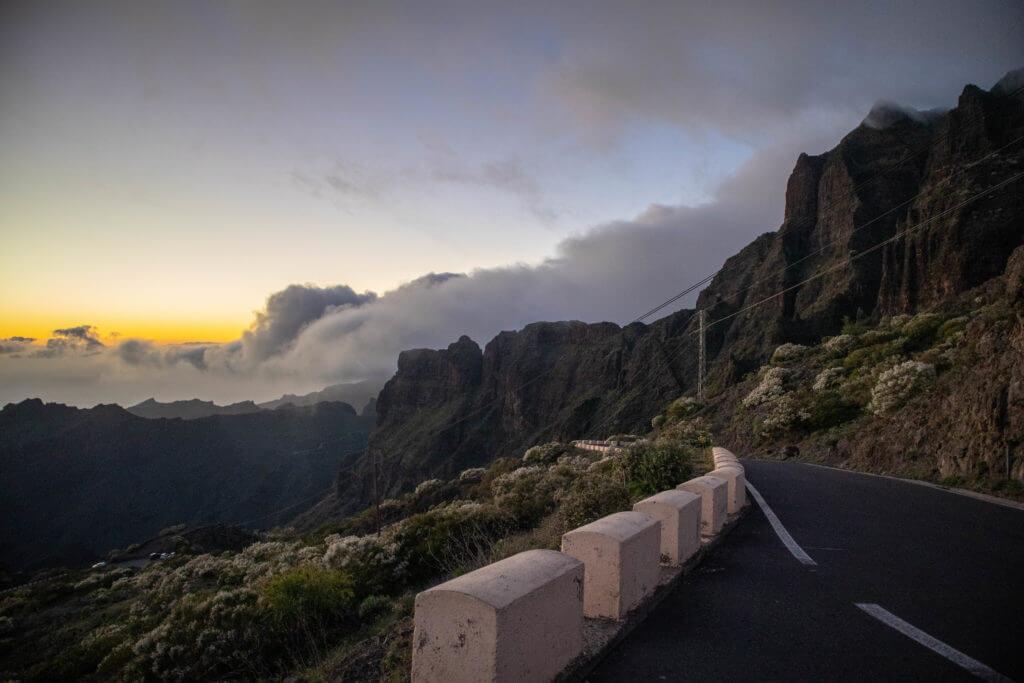 Rijd deze route eens met zonsondergang en je weet niet wat je ziet. Zo mooi