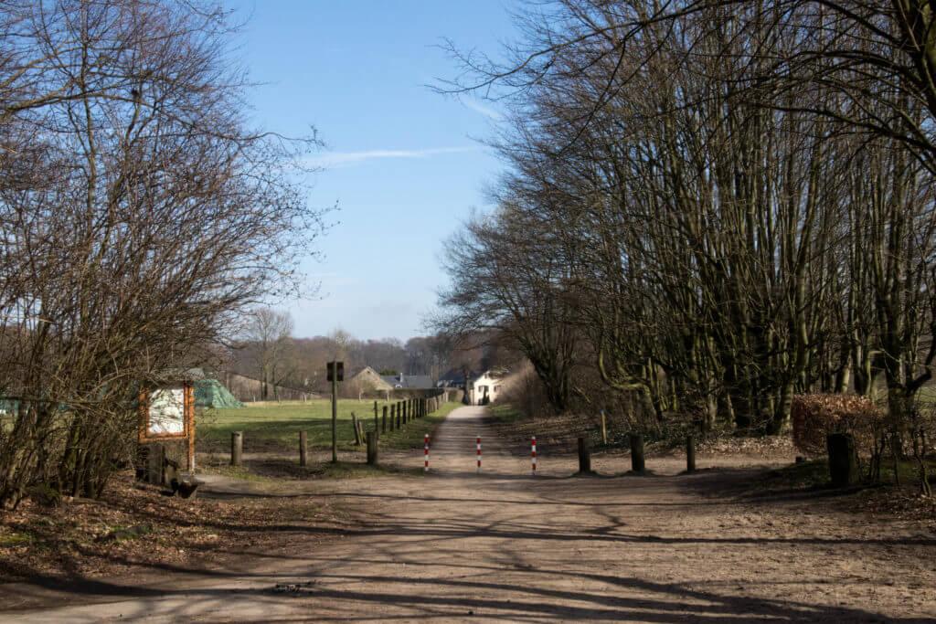 Goed gemarkeerde wandelroutes met afwisseling in landschap in Düsseldorf