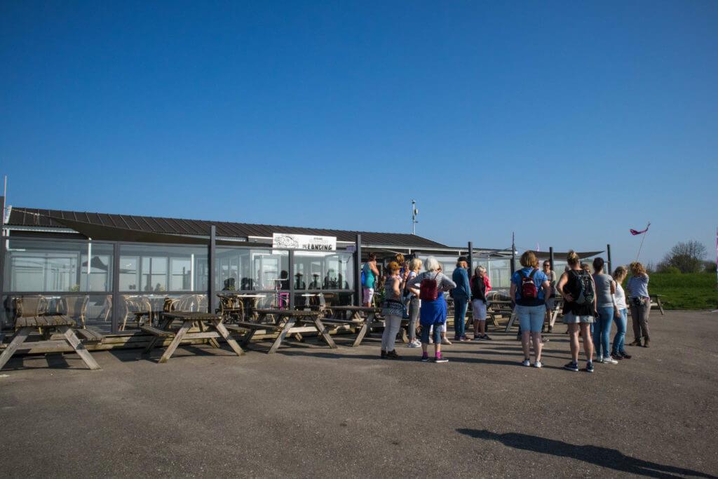 Verzamelen bij strandbrasserie De Landing aan de Westerschelde