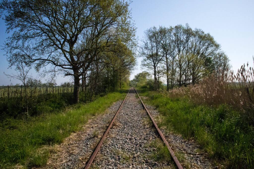 De spoorlijn van de stoomtrein die van Goes naar Borsele rijdt