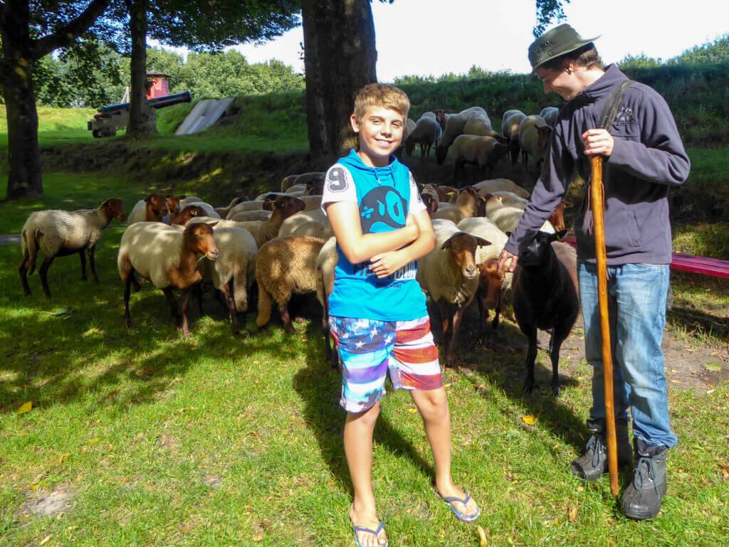 luisteren naar de jonge schaapherder