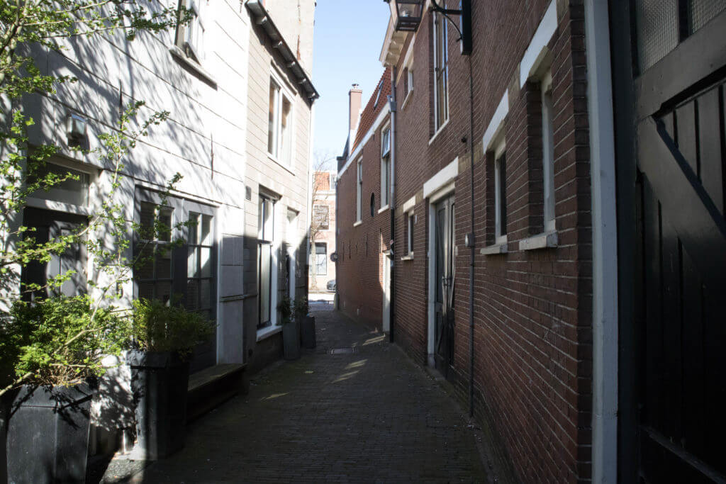 Smalle doorloopjes in Haarlem