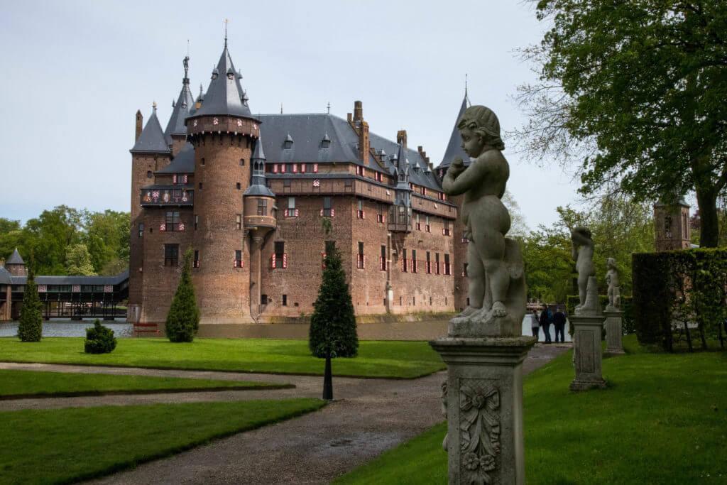 Het hoofdgebouw van kasteel De Haar