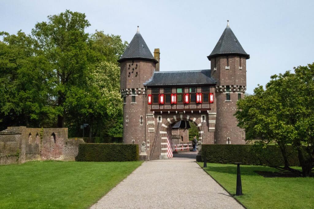 Een van de poorten van kasteel De Haar