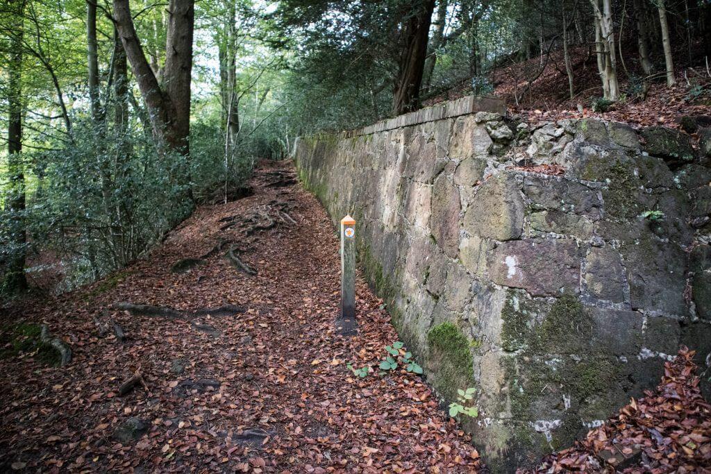 Het laatste stukje klimmen we flink langs de oude muur