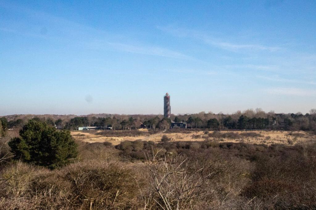De vuurtoren van Burgh Haamstede staat momenteel in de steigers voor onderhoud