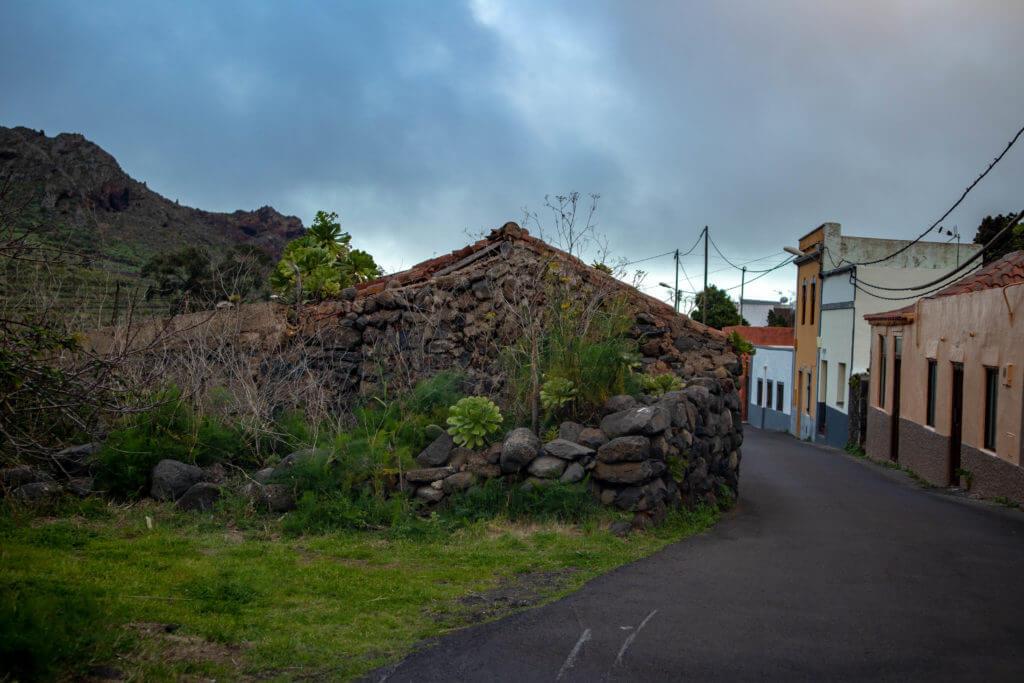 Een eeuwenoud huisje in een klein dorpje op Tenerife