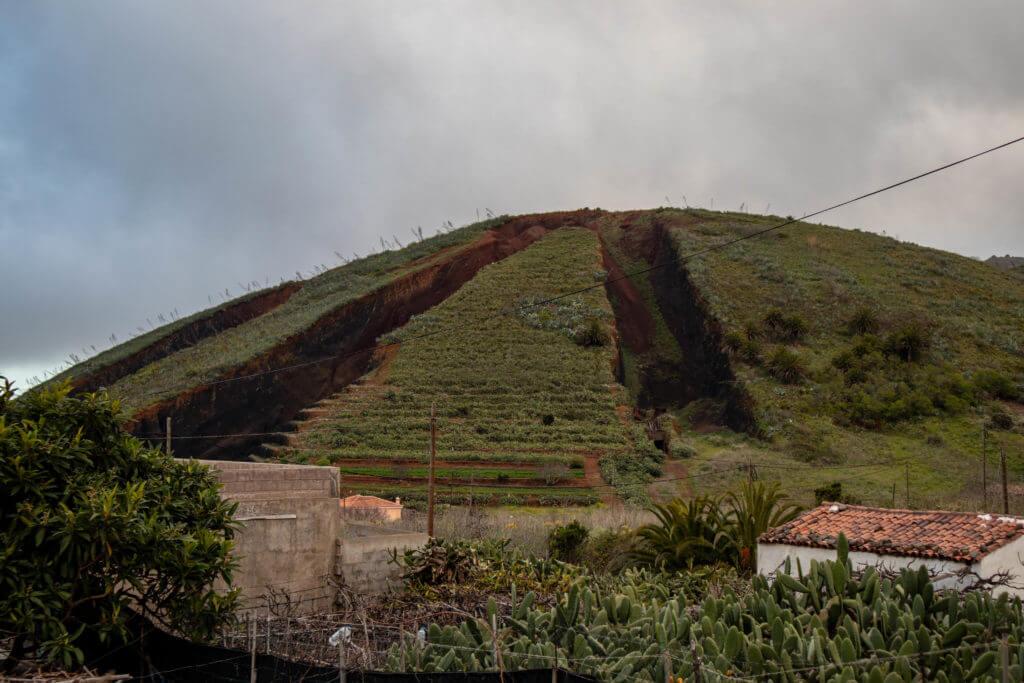 Deze berg is in delen gespleten