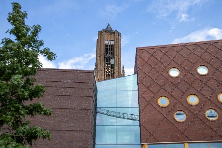 Een combinatie van oude en nieuwe gebouwen in Arnhem