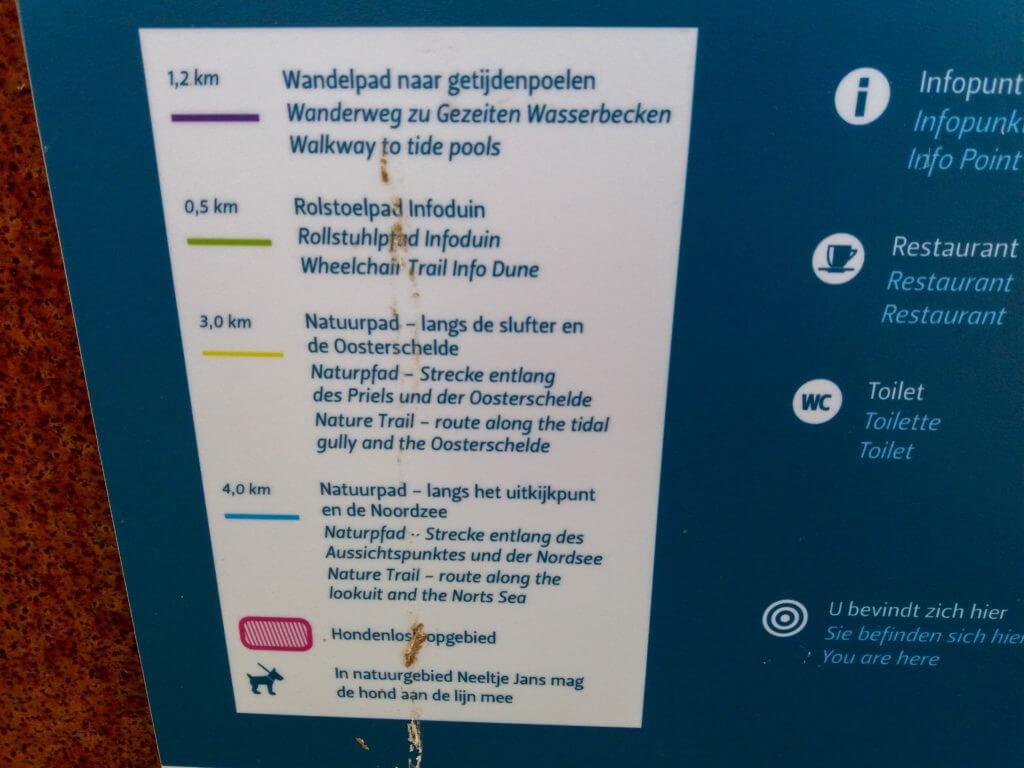 Er zijn 4 wandelroutes op de Neeltje Jans en een hondenlosloopgebied