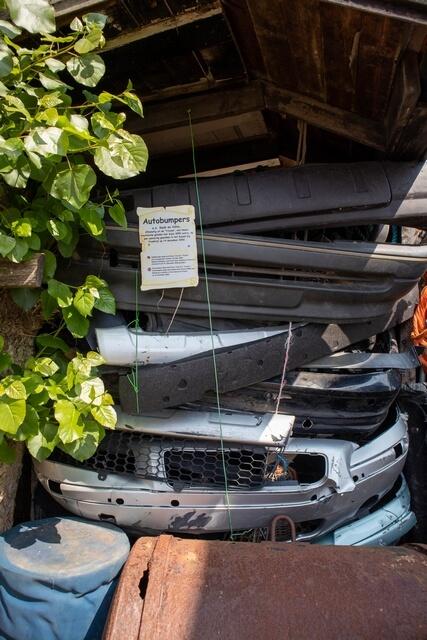 Stapel autobumpers in Juttersmuseum Texel